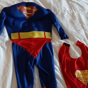 Superman costume Size: Toddler